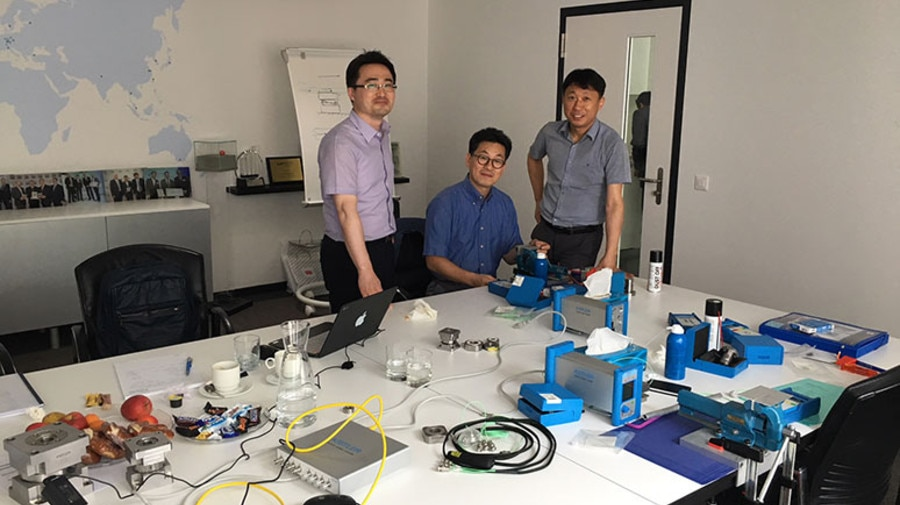 Engineers from the Korea Aerospace Research Institute (KARI) and Kistler working together to develop the measuring chain