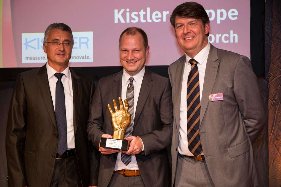 Ceremonial presentation of the Handling Award at the 2015 Motek (left to right): Norbert Baeuml (Head of Business Field Joining Systems at Kistler), Alexander Müller (Kistler's Product Manager for Joining Systems) and René Khestel (General Manager, Weka Business Medien GmbH)