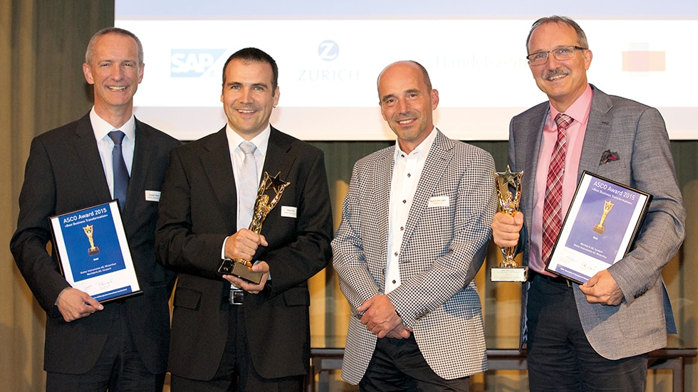 Grand presentation of the ASCO award at Hotel Park Hyatt Zurich (from left): Claudio Valeri (Head of Production & Logistics, Kistler), Peter Frei (Global Lean Manager, Kistler), Rolf Sonderegger (CEO Kistler Group) and Robert Ulrich (Managing Partner, Wertfabrik).